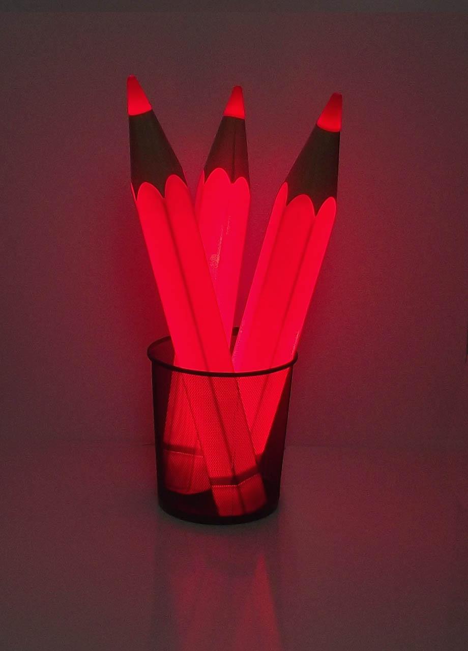 Rotstiflampe bestehend aus drei Leuchtstiften