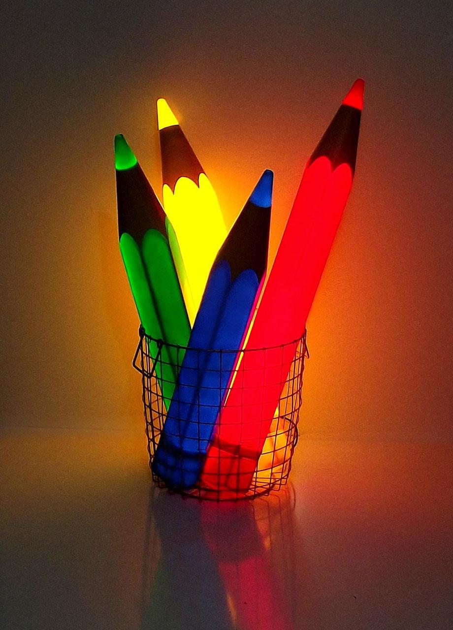 Buntstiftleuchte bestehend aus vier Leuchtstiften